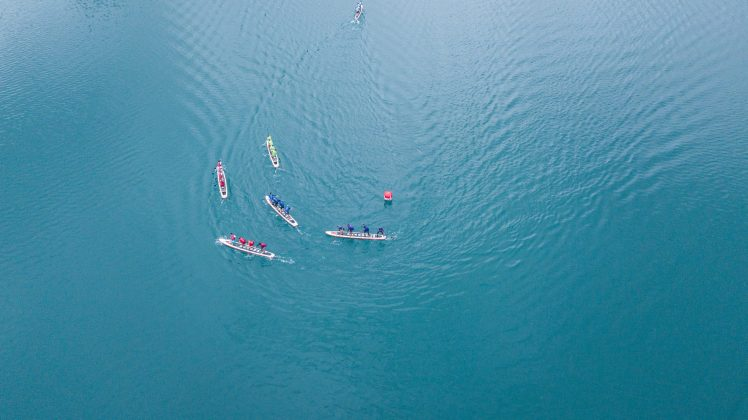 Round the buoy takes co-ordination!